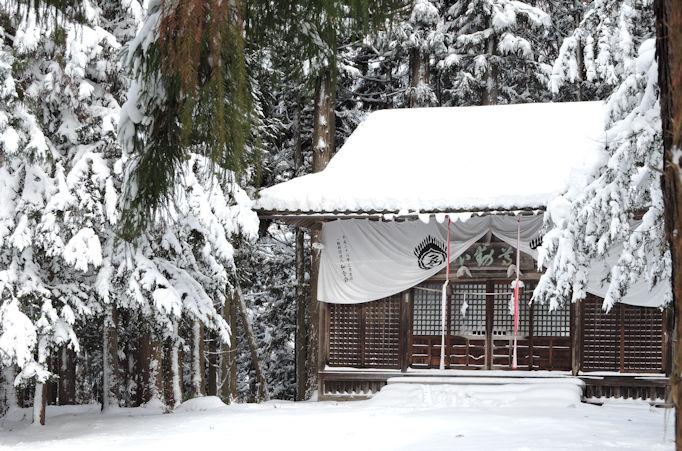 shrine near the entrance to snow monkey onsen
