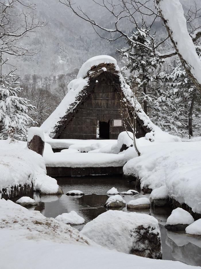 steep roofed gassho zukuri house
