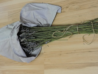 dried lavender in pillow case