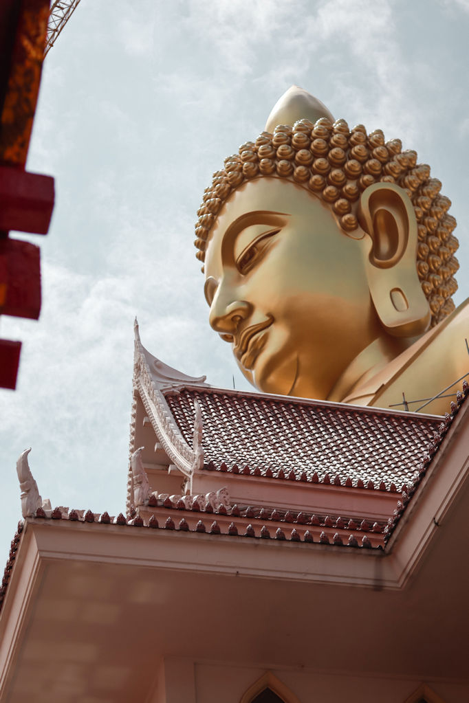 very large bronze statue of Buddha