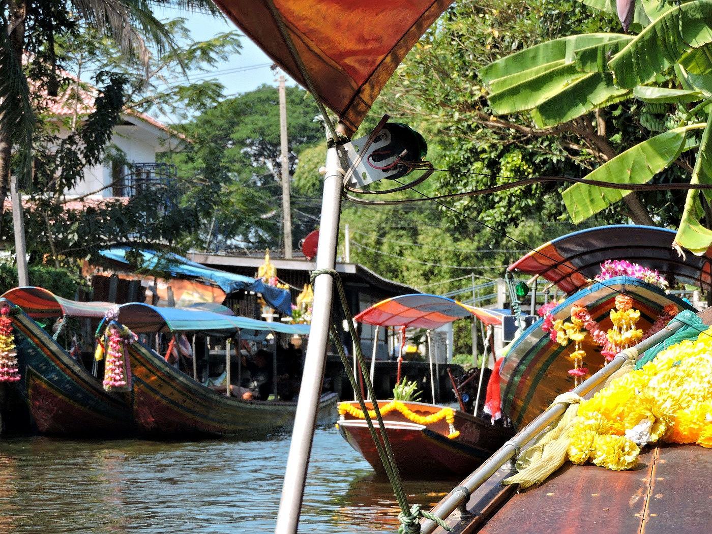 boats touring thonburi bangkok khlongs