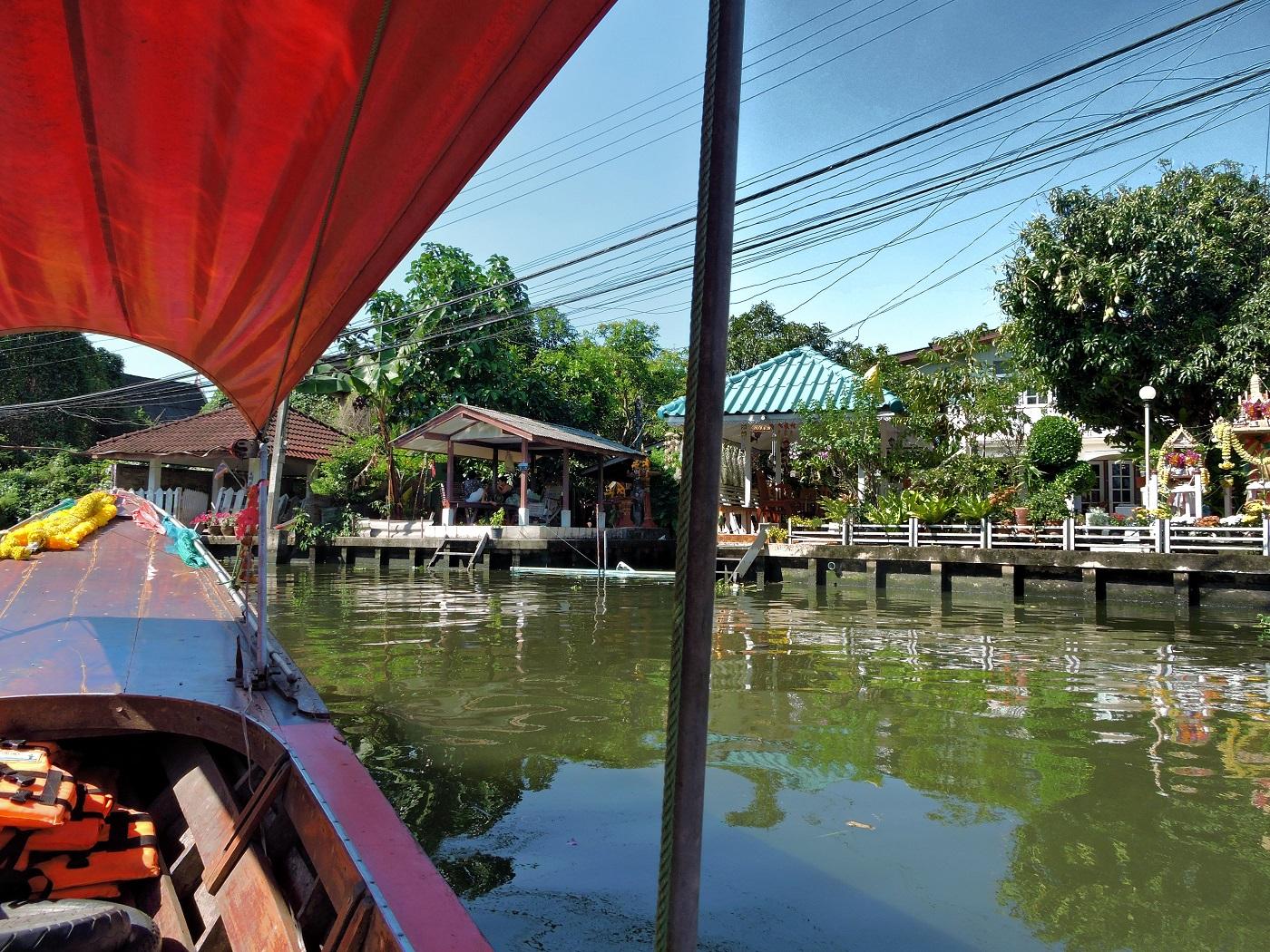 cruising through Bankoks canals khlongs