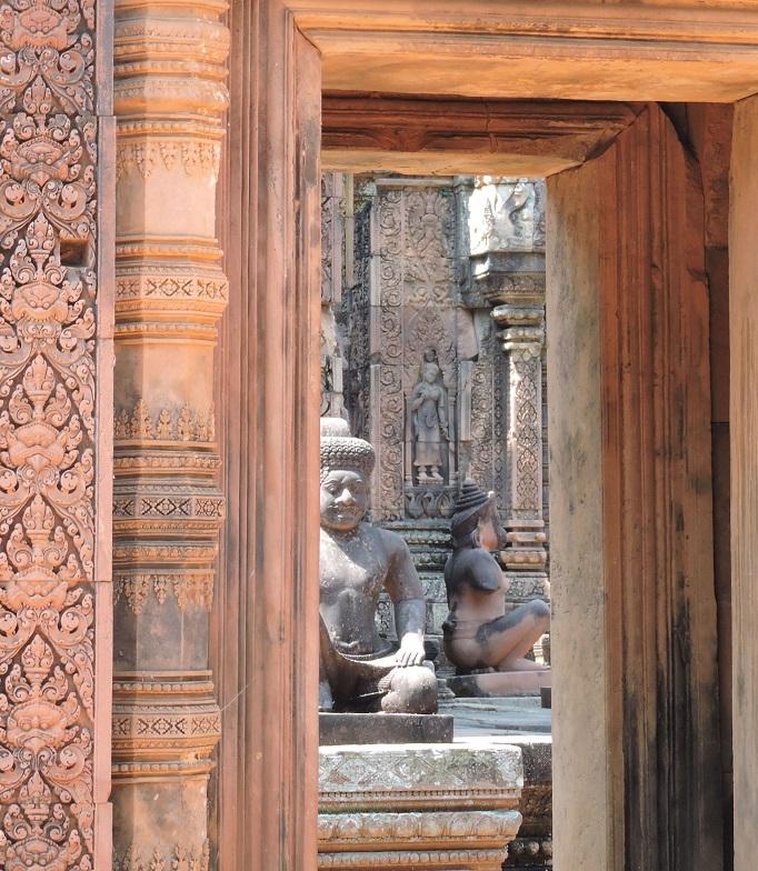 Banteay Srei view of statue through doorway
