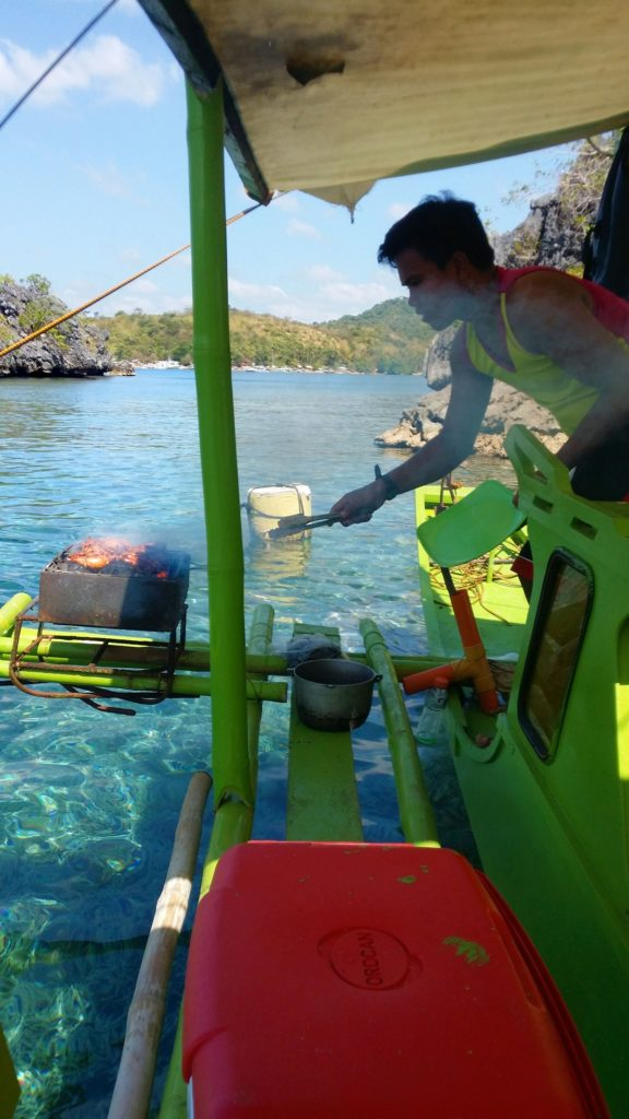 guide barbaque cooking lunch on boat