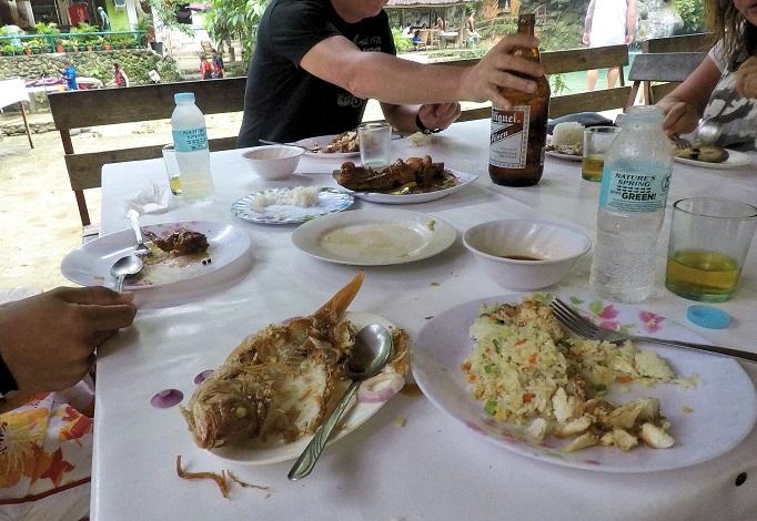 eating lunch at Kawasan falls