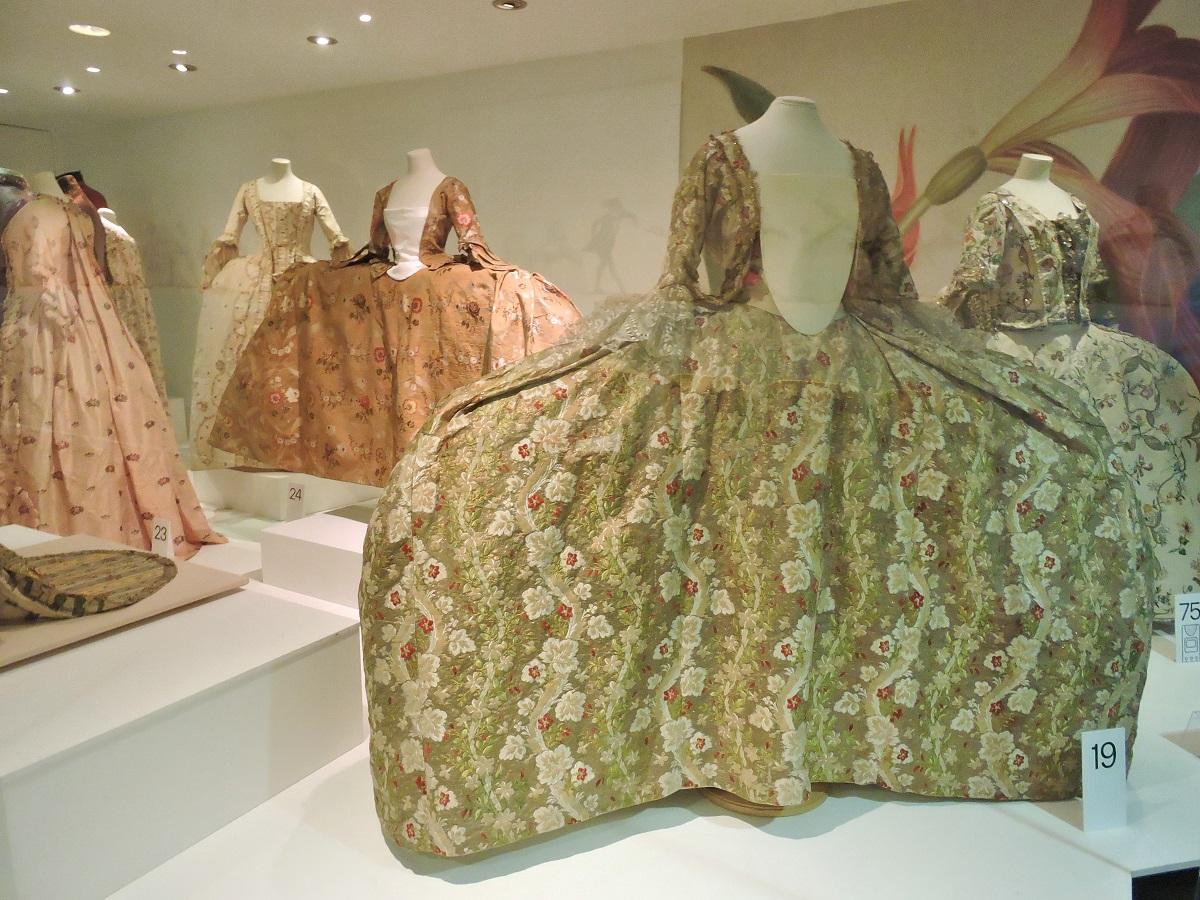 pannier or side hoop dresses 18th century
